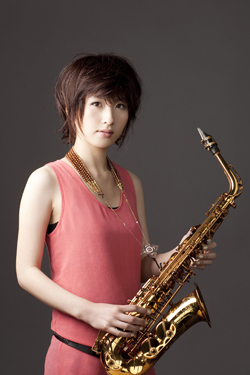 21歳アルト・サックスの新星、纐纈歩美(こうけつ・あゆみ)がデビュー!