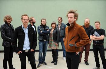 ノルウェーの9人組音楽異能集団ジャガ・ジャジストがオーケストラとの共演ライヴ・アルバムを国内先行でリリース!
