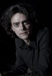オランダの新世代ピアニスト、ヴォルフェルト・ブレデローデの来日公演が決定!