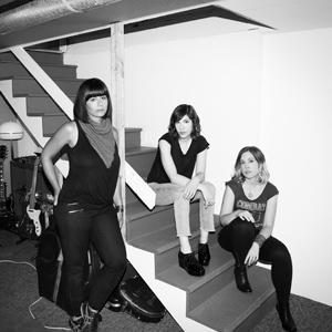 スリーター・キニー、新作ミュージック・ビデオにはJ・マスシスやミランダ・ジュライらが出演