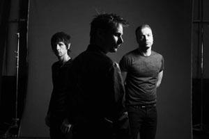 ミューズ、新作アルバム『ドローンズ』からの1stシングル「デッド・インサイド」を公開