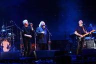 デヴィッド・ギルモア、ロイヤル・アルバート・ホール公演にクロスビー&ナッシュがサプライズ登場