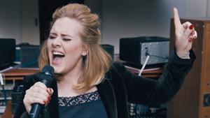 アデル、新曲「When We Were Young」のセッション映像を公開
