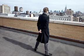 デヴィッド・ボウイ、生前最後のレコーディング音源3曲を収録するアルバム『ラザルス』を10月に発売