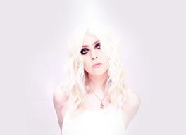 テイラー・モムセン率いるプリティー・レックレスが2年ぶりのアルバムを発表