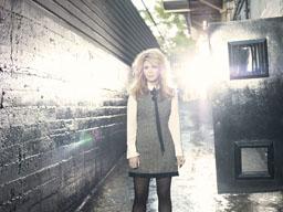 アリソン・クラウス、ソロ名義では18年ぶりのアルバム『ウィンディ・シティ』をリリース