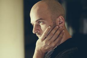 ニルス・フラーム、ベルリンの新設スタジオで制作したアルバム『オール・メロディー』を発表