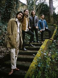 アークティック・モンキーズ、ニュー・アルバムが英国ほか世界6ヵ国で1位を獲得