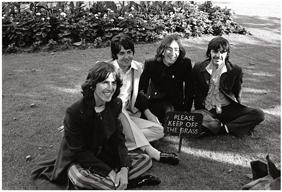 """ザ・ビートルズ、メンバーが登場する""""ホワイト・アルバム""""50周年記念盤のトレイラー映像を公開"""
