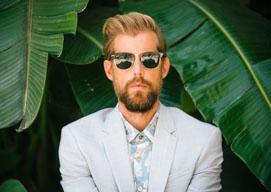 アンドリュー・マクマホン、最新アルバムから「ペーパー・レイン」のミュージック・ビデオを公開