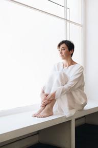 イナラ・ジョージ、最新作『ディアレスト・エヴリバディ』が日本でのみCD化