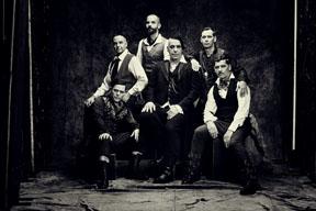 ラムシュタイン、5月にリリースする10年ぶりの新作から収録曲「ドイチュラント」を公開