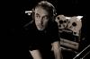 ヤン・ティルセン、豪華ゲストを迎えた全曲新録のベスト・アルバムを発表