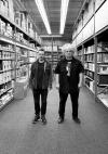 メルヴィンズのバズ・オズボーンがキング・バゾ名義でアコースティック・アルバムを発表