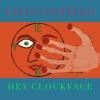 エルヴィス・コステロ、ヘルシンキ、パリ、ニューヨークの3都市で録音した新作『ヘイ・クロックフェイス』を発表