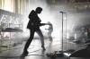 アークティック・モンキーズ、War Child UK支援のためライヴ・アルバムを発表