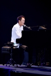 小田和正の楽曲「東京の空」が、同名のドキュメンタリー番組のテーマ曲に決定