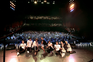 GAKU-MCが東日本大震災の被災地にメッセージを届ける〈アカリトライブ〉に桜井和寿らが出演