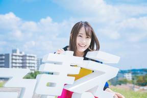鈴木みのり、1stアルバム『見る前に飛べ!』をリリース Zeppツアーも決定