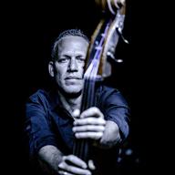 イスラエル出身のベース奏者アヴィシャイ・コーエン、トリオ編成で来日公演を開催