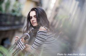 ジャズ・トランペッター&シンガー、アンドレア・モティスが新作を携え4月に公演を開催