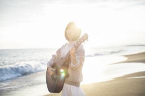 番匠谷紗衣、新曲「ここにある光」の先行配信スタート&MV公開 発売記念イベントも開催
