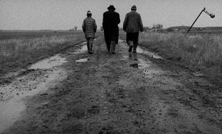 タル・ベーラ監督の映画「サタンタンゴ」製作から25年を経て初劇場公開決定