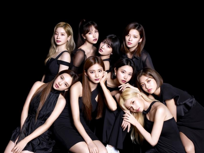 TWICE(GIRLS GROUP / KOR)