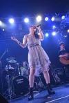 織田かおりがソロ・ライヴを開催 新しいライヴ様式でも魅せたファンとのコール&レスポンス