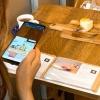 デジタルコミュニケーションの新カフェサービス提供開始 メニューARに作曲家山岡晃を起用、食べるを仮想体験に