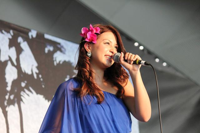 ハワイ出身歌手ジェニファー、〈...