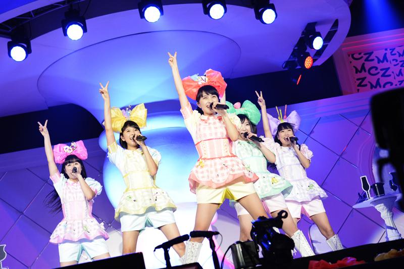 ももいろクローバーZ、大阪城ホール史上初の女性限定ライヴ〈女祭り〉開催